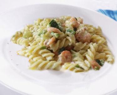 Fusilli con gamberetti, zucchine e noci - Ricetta