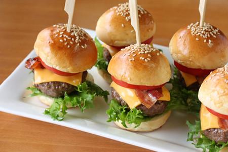 Mini Hamburger con edam e salsa remoulade