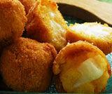 Crocchette di polenta con salsa al taleggio