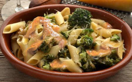 Pasta con broccoli e tonno - Ricetta su AdessoCucina.com