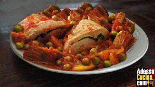 Portafogli di pollo ai carciofi e piselli