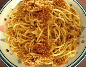 Spaghetti con mollica di pane e alici