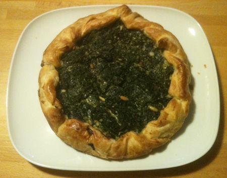 Torta salata agli spinaci pinoli e uvetta