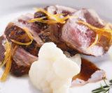 Filetto di maiale glassato al pompelmo con cavolfiori scottati