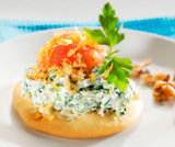 Crostini gorgonzola, robiola, spinaci e pompelmo
