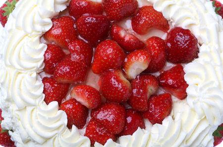 Torta di fragole panna e crema