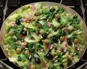 Scarola gustosa con acciughe, pinoli e uvetta