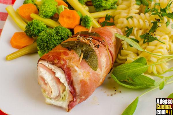 Involtini di pollo con prosciutto bacon e formaggio
