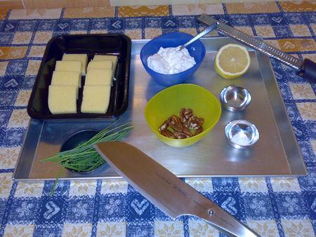 Crostini di polenta con crema di ricotta e noci