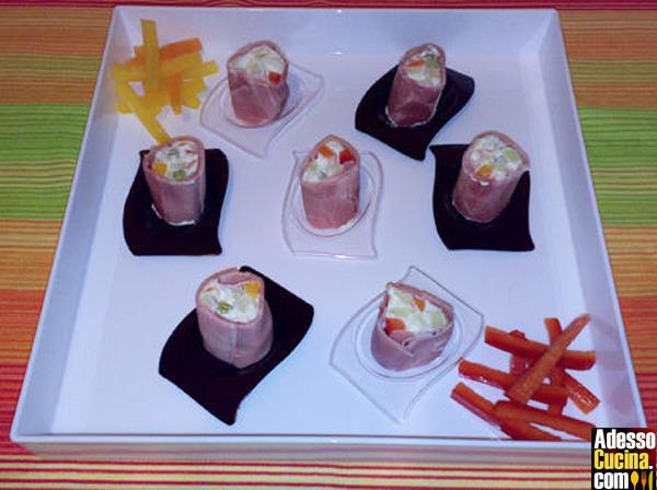 Sushi all'italiana, rotolini di prosciutto con insalata russa - Ricetta