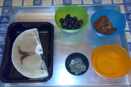 Fettuccine con pescespada, olive nere di Gaeta, capperi di Pantelleria, pomodori secchi siciliani sott