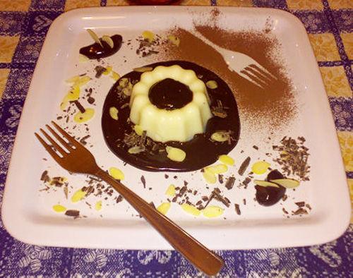 Panna cotta alla mandorla con fonduta di cioccolato - Ricetta