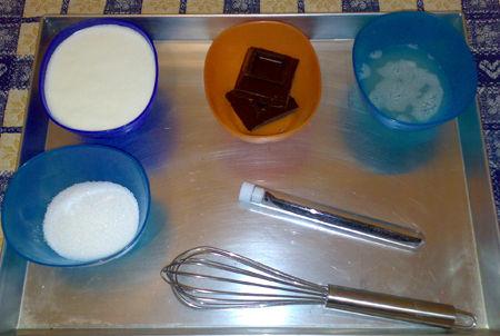 Panna cotta alla mandorla con fonduta di cioccolato