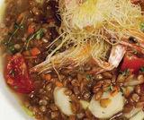 Zuppa di farro con gamberetti in crosta croccante