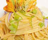 Spaghetti asparagi e fiori di zucca