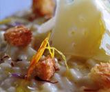 Corallini allo zafferano di Sicilia, fiocchi di ragusano primo sale e briciole di brioches