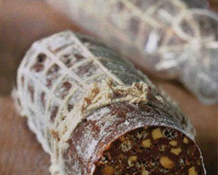 Rotolo al cioccolato e nocciole (tipo salame)