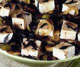 Tofu con cipolle e alghe kombu