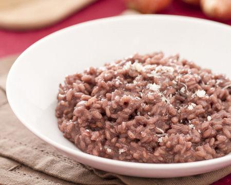 Risotto di riso rosso e orzo con pesto leggero