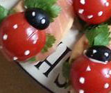 Coccinelle di salmone, pomodoro e olive