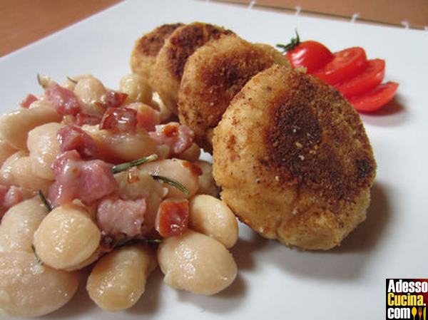 Mini hamburger di tonno con fagioli