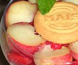 Dessert di fragole e pesche tabacchiere