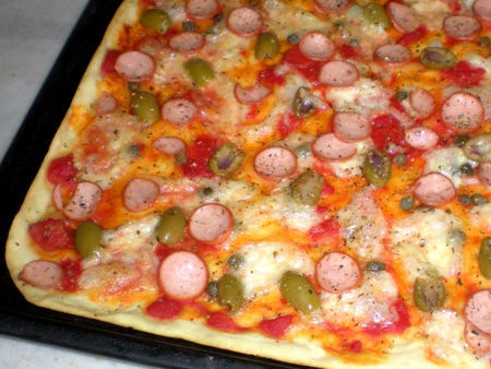 Pizza con wurstel vegetali