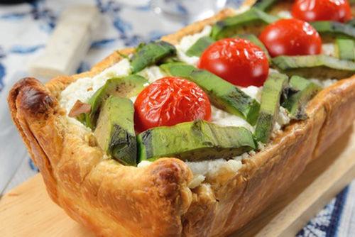 Sformato di formaggio, pomodori e avocado