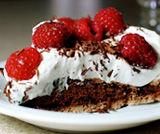 Pavlova al cioccolato e lamponi