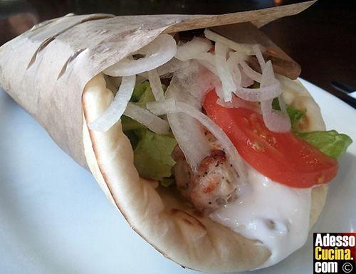 Souvlaki con pita greca