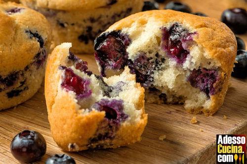 Muffin ipocalorici alla banana e mirtilli - Ricetta