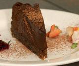 Torta aromatica al cioccolato crudo
