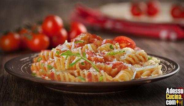 Fusilli pomodoro rucola e parmigiano