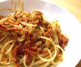 Spaghetti gratinati con cipolline novelle