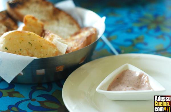 Bruschette saporite con paprica e tofu
