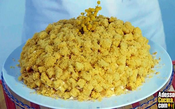 Torta Mimosa con crema profumata alle nocciole