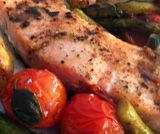 Salmone al forno con asparagi arrostiti