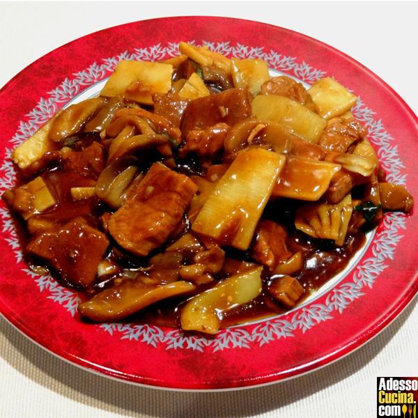 Filetto di maiale ai funghi cinesi e bambù