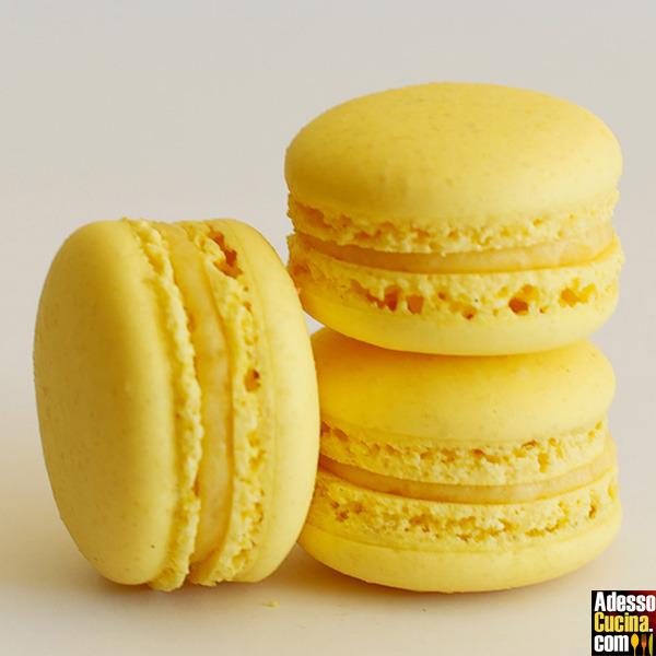 Macaron con crema al mango
