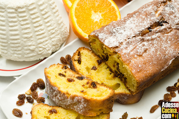 Plumcake alla ricotta, arancia, noci e uva passa