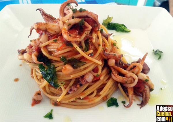 Spaghetti con erbette e seppioline