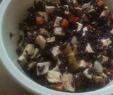 Insalata di riso venere verdure, tonno e pollo