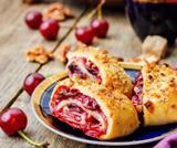 Rotolo alla ciliegia con crosta di noci