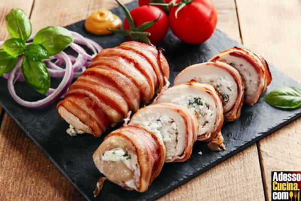 Involtini di pollo con formaggio e spezie