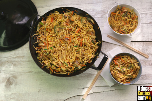 Noodles con verdure saltate in padella