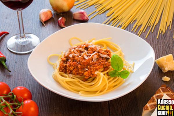 Spaghetti con ragù di tofu