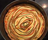 Torta salata con girandola di zucchine e carote