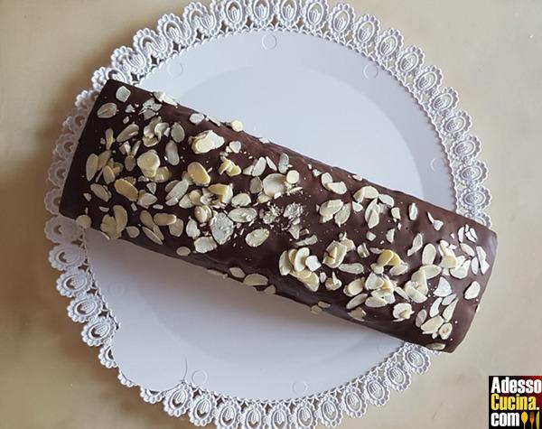 Plumcake di cioccolato con mandorle