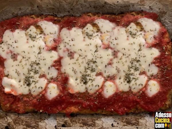 Pizza finta con base di cavolfiore