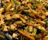 Verdure saltate con tofu e salsa di soia